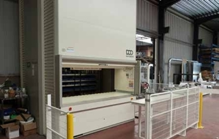 De firma investeerde vorig jaar in een Lean-Lift® plateauliftsysteem, waarmee de onderdelen op een overzichtelijke en efficiënte manier opgeslagen kunnen worden.