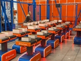 De AMR's of Autonomous Mobile Robots vormen een cruciale schakel in het fulfilmentproces.