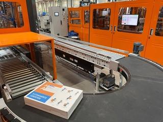 Bijzonder aan de voor Active Ants ontwikkelde sluitmachine is de ingebouwde printer, waarmee het bedrijf de logo's en gepersonaliseerde prints van zijn klanten op de doos aanbrengt.