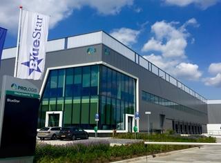 In het magazijn in Eindhoven ligt de nadruk vooral op een snelle verwerking van de orders. Zo heeft BlueStar zes maanden na de opening van het magazijn de lengte van het conveyorsysteem al verdubbeld via een tweede 'lane' om maximaal 5.000 pakketten per dag te kunnen verwerken.