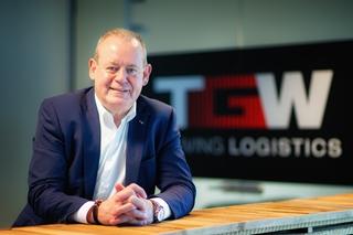 Managing director Hans De Sutter geeft tekst en uitleg bij de toenemende waarde van gerobotiseerde pickstations.