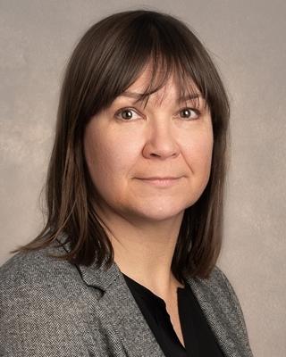 Hanneke Kennis is bestuurder van Blue Wise en gespecialiseerd in leiderschap, motivatie en communicatie.
