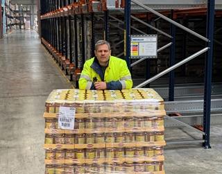 """Sven Geysels, logistiek manager bij Manna Foods: """"Timing is een uitdaging als je met binnenvaart werkt, maar dat geldt ook voor vrachtwagens die vaststaan in het verkeer."""""""