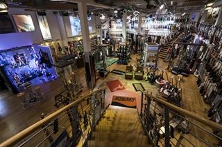 Het mekka voor muzikanten: de Thomann winkel.  Foto: Thomann