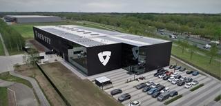 Het nieuwe, centrale Europees dc van REV'IT! in Oss is speciaal ontworpen om de groeiambities van de motorkledingproducent te faciliteren.