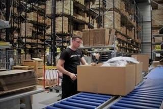 Doordat logistieke processen in het nieuwe EDC optimaal gestroomlijnd zijn, wist REV'IT! een forse efficiencyslag te maken.