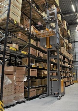 In de nieuwbouw worden producten tot een afzethoogte van 13 meter opgeslagen en gepickt.