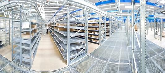 Ambitieus distributiecentrum ondersteunt wereldwijd meerdere online webwinkels zonder vergaande automatisatie.