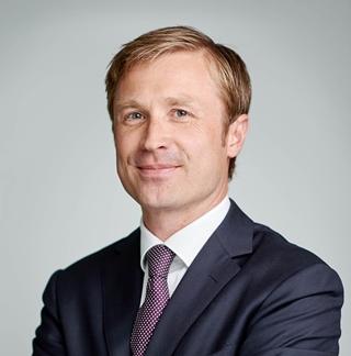 """Mathieu Opsomer, head of Industrial & Logistics Leasing JLL Belgium: """"Van de respondenten verwacht 71% dat de vraag vooral in de e-commerce aanzienlijk zal groeien. Verder wordt een sterke vraag naar opslag- en distributiefaciliteiten verwacht voor de expres- en pakketbezorging, 3PL-logistiek, gezondheidszorg, biowetenschappen en de bouwsector. Die brede groeibasis sterkt het vertrouwen dat de stijging in de vraag aanzienlijk kan zijn."""""""