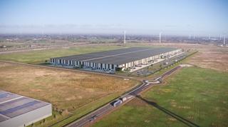 Ook in België en zeker in Vlaanderen is het nijpende tekort aan (ruimte voor) logistiek vastgoed een groot probleem. Dat zorgt ervoor dat bedrijven hun logistiek vastgoed steeds vaker net buiten de logistieke hotspots gaan zoeken (Foto: WDPort of Ghent, WDP - X2O, Overstock Home/Garden)