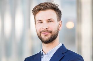 """François Grisay, manager bij PwC en docent Supply Chain aan de ICHEC Brussels Management School: """"Je hebt mensen die fan zijn van DDMRP, anderen beweren dan weer dat het concept niets nieuws onder de zon biedt. The Demand Driven Institute stelt dat er wel degelijk voldoende innovatie in zit."""""""