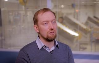"""Cédrick Vandaele, digital innovation manager bij Dymo: """"De beschikbare data laten toe verder te optimaliseren. Bij machines met 'shared resources' kunnen we de planning slimmer maken, net omdat we over data beschikken."""""""
